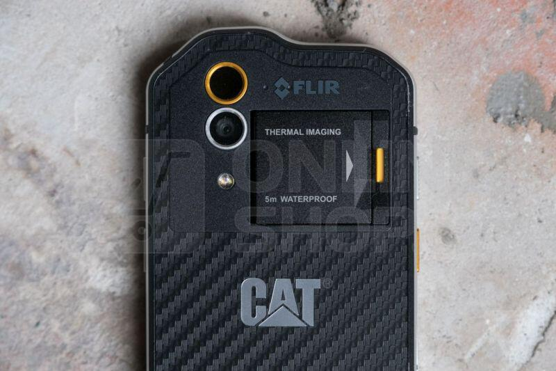 Mobilní telefon Caterpillar S60 - černý