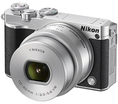 Nikon 1 J5 + 10-30mm