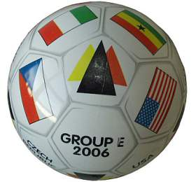 Mondo Potištěný kopací míč GROUP -E